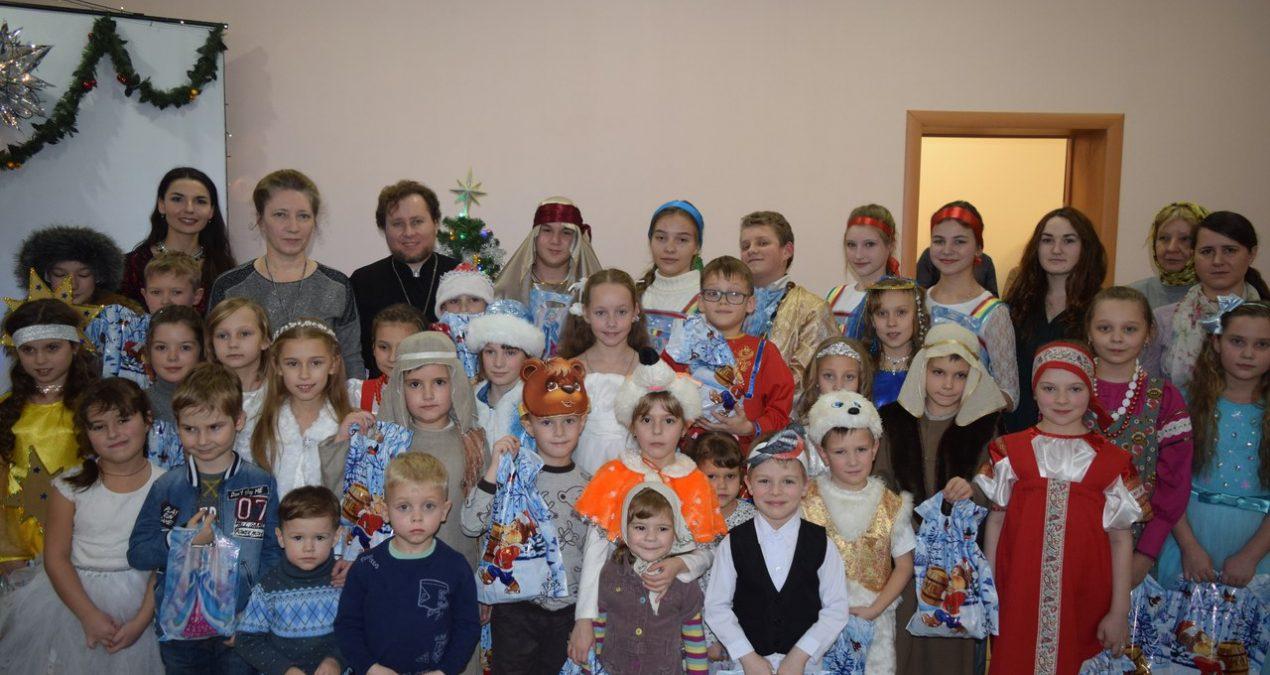 Воспитанники Архиерейской воскресной школы отметили праздник Рождества Христова