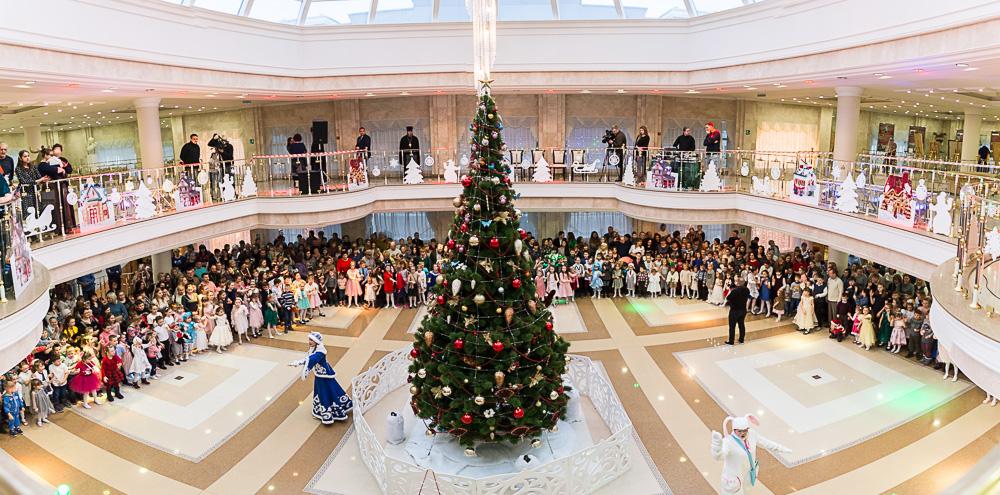 В Пензенском драматическом театре состоялась традиционная Архиерейская рождественская елка